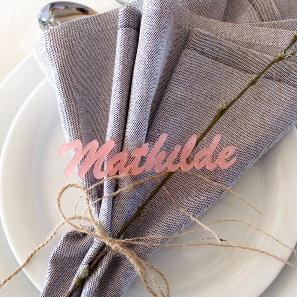 Bordkort udskåret navn pink