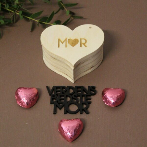 Hjerteæske med lyserødehjerter og tekst