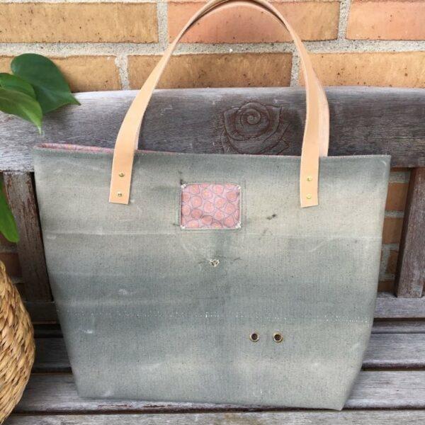 Strandtaske med mønstret foer i canvas