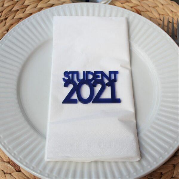 Student 2021 tekstophæng blå akryl